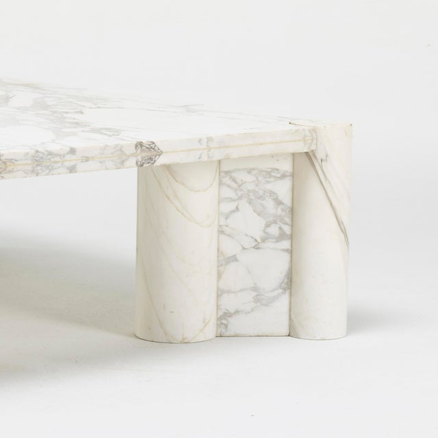 Mid-Century jumbo marble coffee table by Italian architect Gae Aulenti for Knoll International in 1964. Beautifully veined...