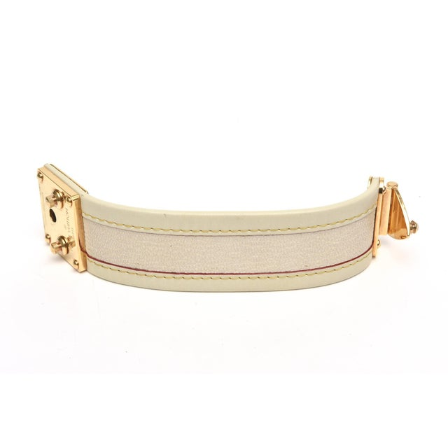 Modern Louis Vuitton Leather and Gold Plated Brass Hardware Cuff Bracelet For Sale - Image 3 of 11