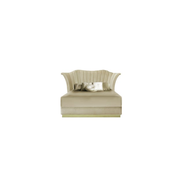 Flirty and unpredictable like a modern woman, the Caprichosa voluptuous bed's design mimics a woman's most desirable...