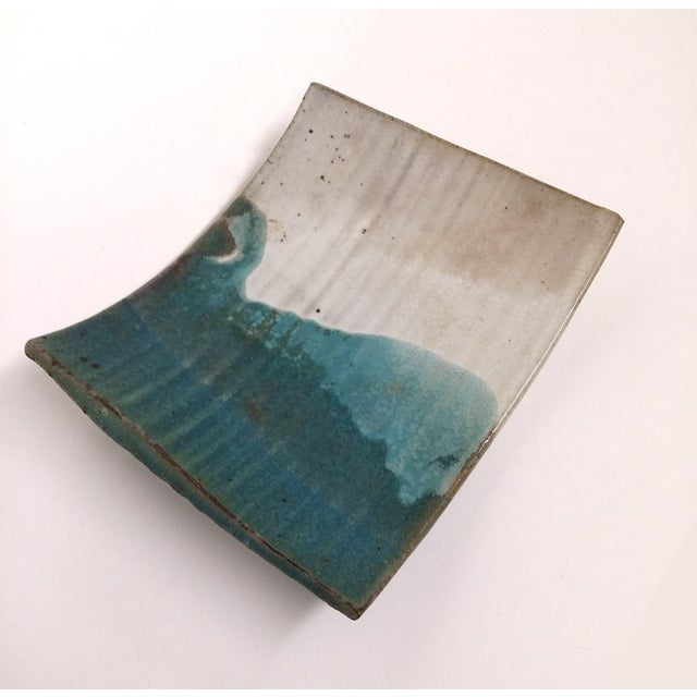 A beautiful little tray, on the heavy side, made from stoneware ceramic. Gently curved and glazed in a gorgeous turquoise...