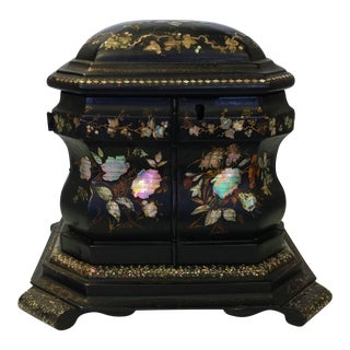 19th Century Papier Mâché Lacquered Jewelry Box Hand Painted with Inlaid With Mother-Of-Pearl For Sale