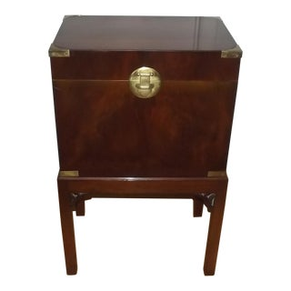 20th Century English Traditional Mahogany Wine Cellarette For Sale