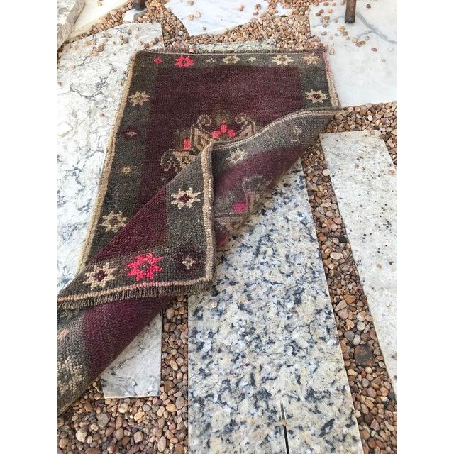 """Hand Made Vintage Turkish Yastik Rug- 1'6"""" X 2'7"""" For Sale - Image 10 of 11"""