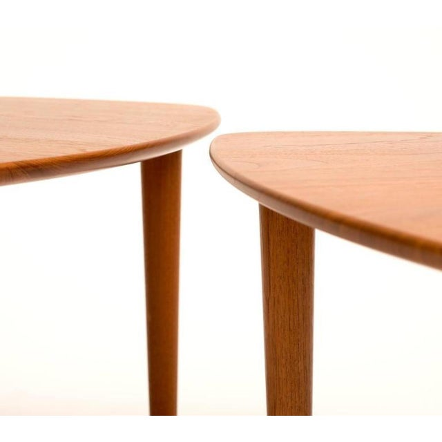 A pair of guitar pick tables in teak with elegant lines, produced by DUX, Sweden, 1960s. Recently refinished.