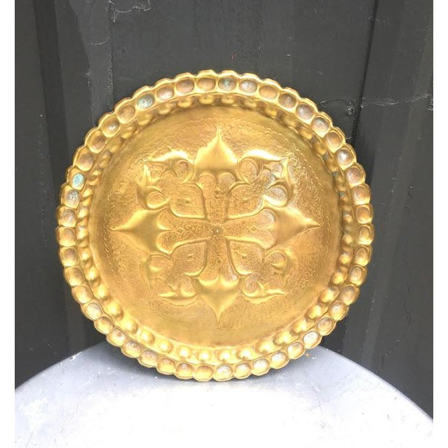 """Gorgeous vintage hand-hammered brass tray/sculpture w/ hanging hook at back. Perfect condition. Measures 13"""" diameter."""