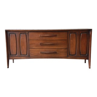 Broyhill Emphasis Mid-Century Modern Sculpted Walnut Credenza For Sale