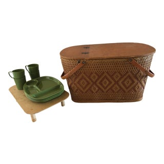 Mid-Century Modern Redmon Picnic Basket and Service for Four—11 Pieces For Sale