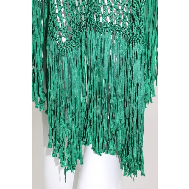 1930s Emerald Green Crochet Fringe Shawl For Sale In Miami - Image 6 of 8