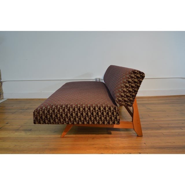 Knoll-Style Daybed in Geometric Cut Velvet - Image 7 of 7