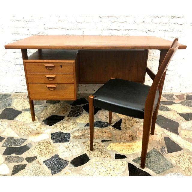 "Sibast Furniture Mid-Century Danish Modern Sibast ""Floating"" Teak Desk & Chair For Sale - Image 4 of 13"