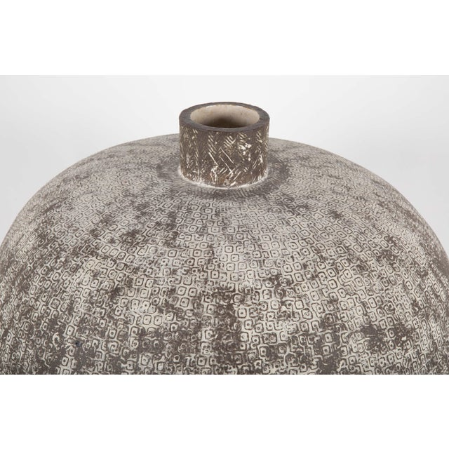 """Claude Conover Claude Conover Stoneware Vessel Titled """"Balakmul"""" For Sale - Image 4 of 6"""