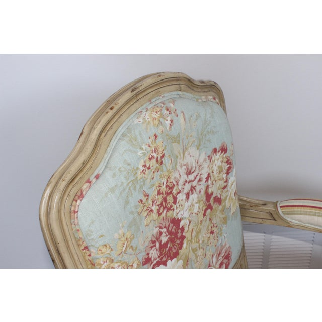 Vintage French Louis XV Floral Bergere Armchair For Sale In Columbus - Image 6 of 7