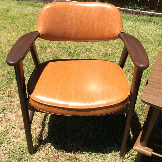 Paoli Chair Company Vintage Mid Century Paoli Lounge Chairs - A Pair For Sale - Image 4 of 13