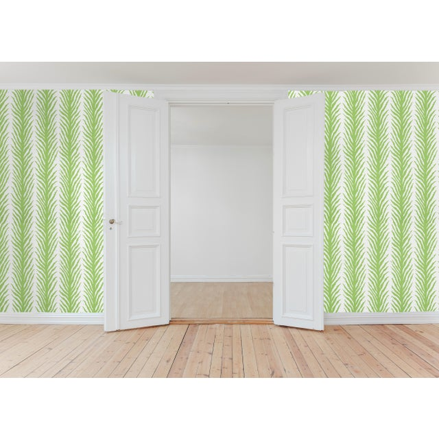 Early 21st Century Schumacher X Celerie Kemble Creeping Fern Wallpaper in Moss For Sale - Image 5 of 5