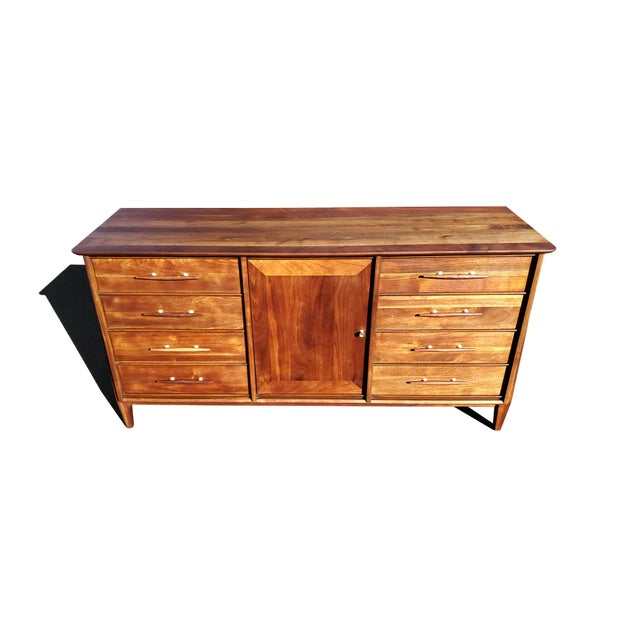 Davis Furniture Mid-Century Modern Dresser - Credenza - Sideboard by Davis Cabinet Company For Sale - Image 4 of 11