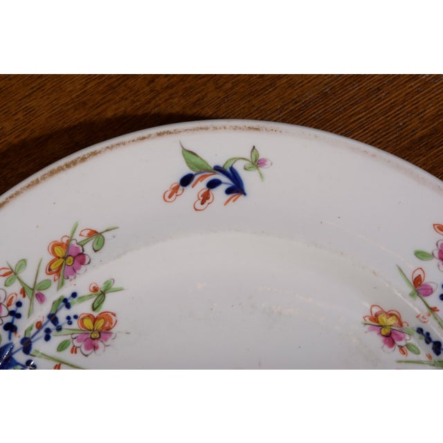 18th Century Staffordshire Soft Paste Floral Plates - Set of 12 For Sale In Philadelphia - Image 6 of 13