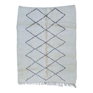 1950s Moroccan Handmade Beni Ourain Rug-5′4″ × 7′ For Sale