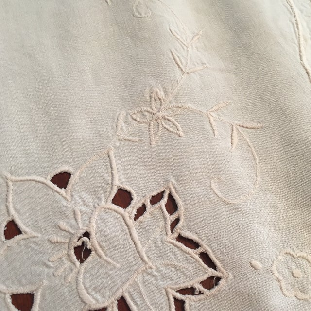 Traditional Vintage Ecru Cotton/Linen Cutwork Table Cloth and Napkins For Sale - Image 3 of 13