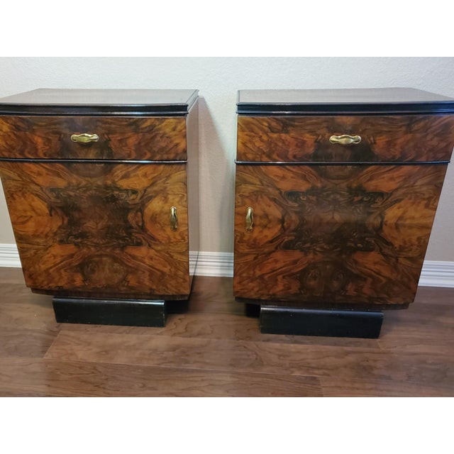 1930s Italian Art Deco Highly Figured & Burled Walnut Bedside Cabinet - a Pair For Sale - Image 11 of 12