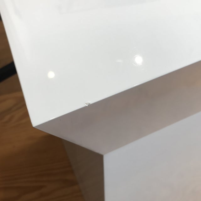 Modern White Gloss Accent Table For Sale In New York - Image 6 of 10