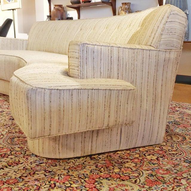 Harvey Probber Mid-Century Modern Harvey Probber Custom Curved Sofa For Sale - Image 4 of 9