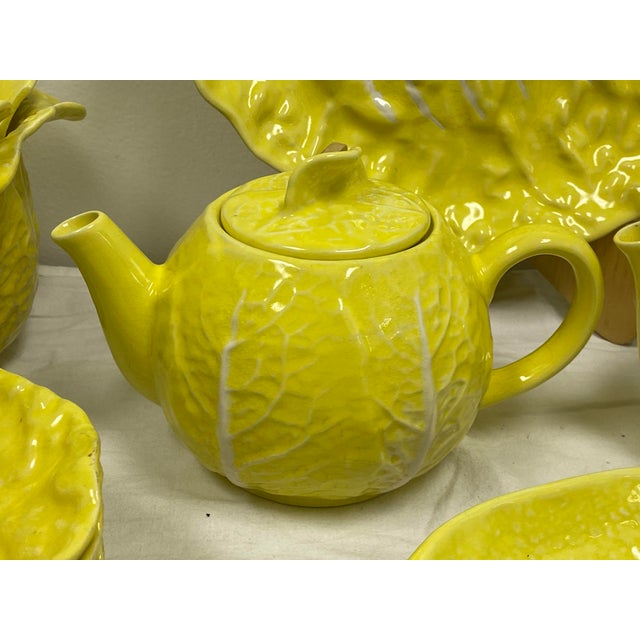 Mario Buatta Style Yellow Lettuce Luncheon Set - Set of 16 For Sale - Image 4 of 12