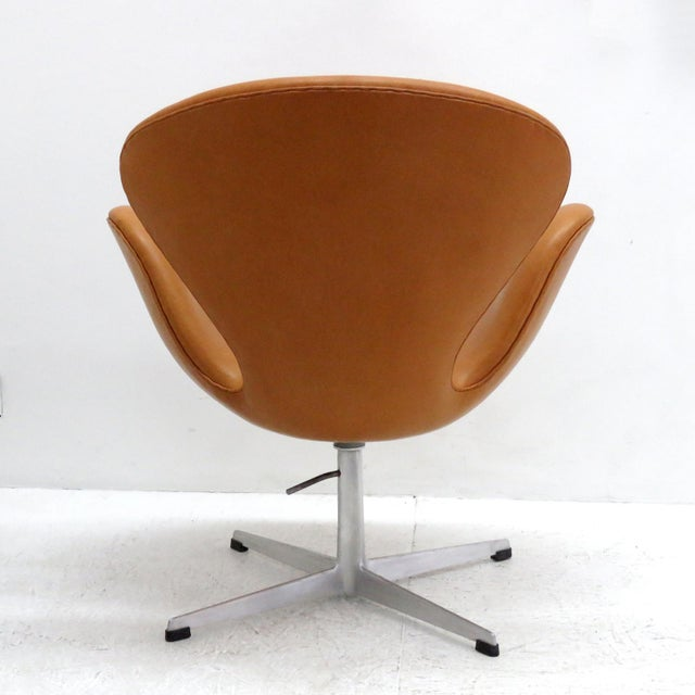 Arne Jacobsen Model 3320 Brown Leather Swan Chair For Sale In Los Angeles - Image 6 of 13