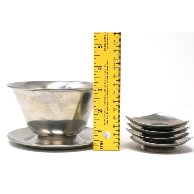 Vintage MCM Danish Stainless Steel Triangle Footed Bowls With Large Serving Bowl - Set of 5 For Sale - Image 9 of 10