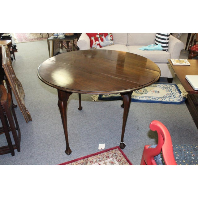 20th Century Traditional Stained Cherry Drop Leaf Table For Sale - Image 4 of 6