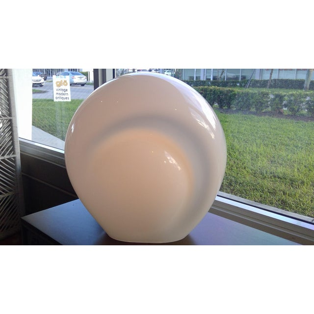 White 1978 Modern Luciano Vistosi Op to Pop Munega White Blown Glass Table Lamp For Sale - Image 8 of 10