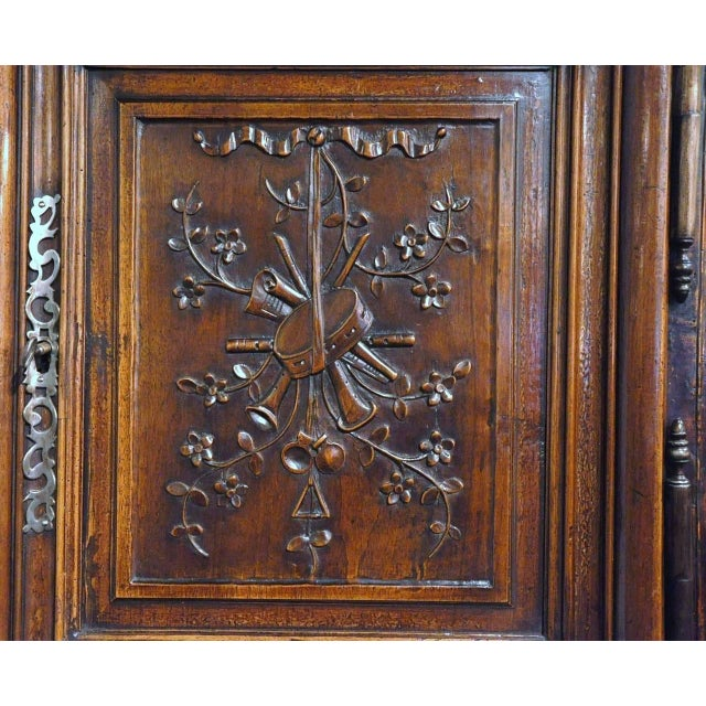19th Century Louis XV French Carved Walnut Homme-Debout Cabinet For Sale - Image 4 of 7