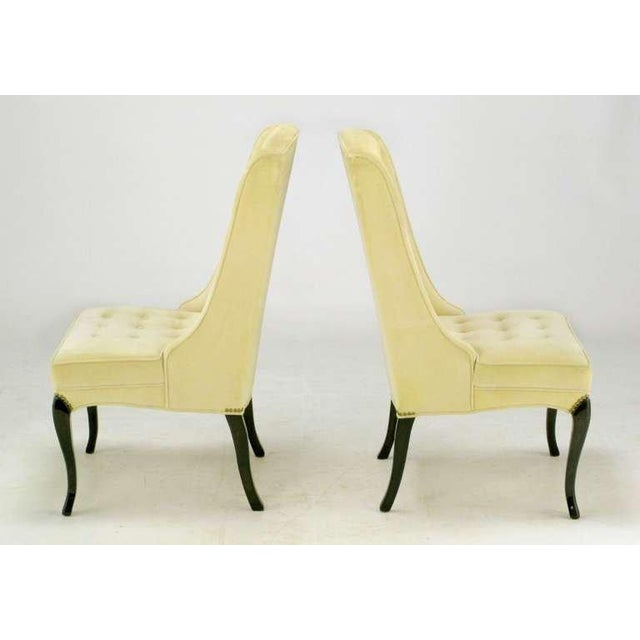 Hollywood Regency Pair 1940s Creamy Velvet Button-Tufted Slipper Chairs For Sale - Image 3 of 10
