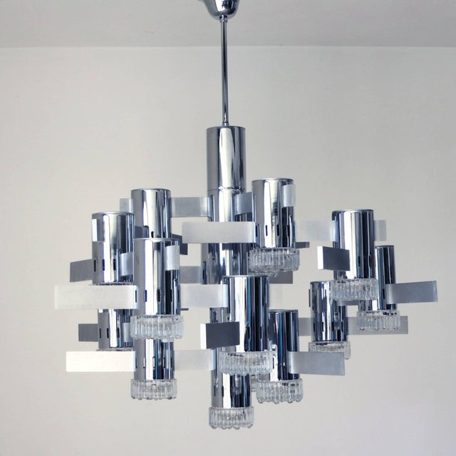 Vintage Italian chandelier with chrome and Murano glass by Sciolari / Made in Italy in the 1970s. 16 lights / max 40W each...