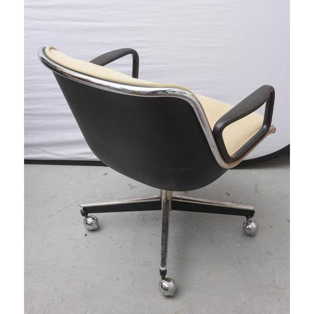 Knoll International Pair of Charles Pollock for Knoll Executive Chairs, 1970s Usa For Sale - Image 4 of 9