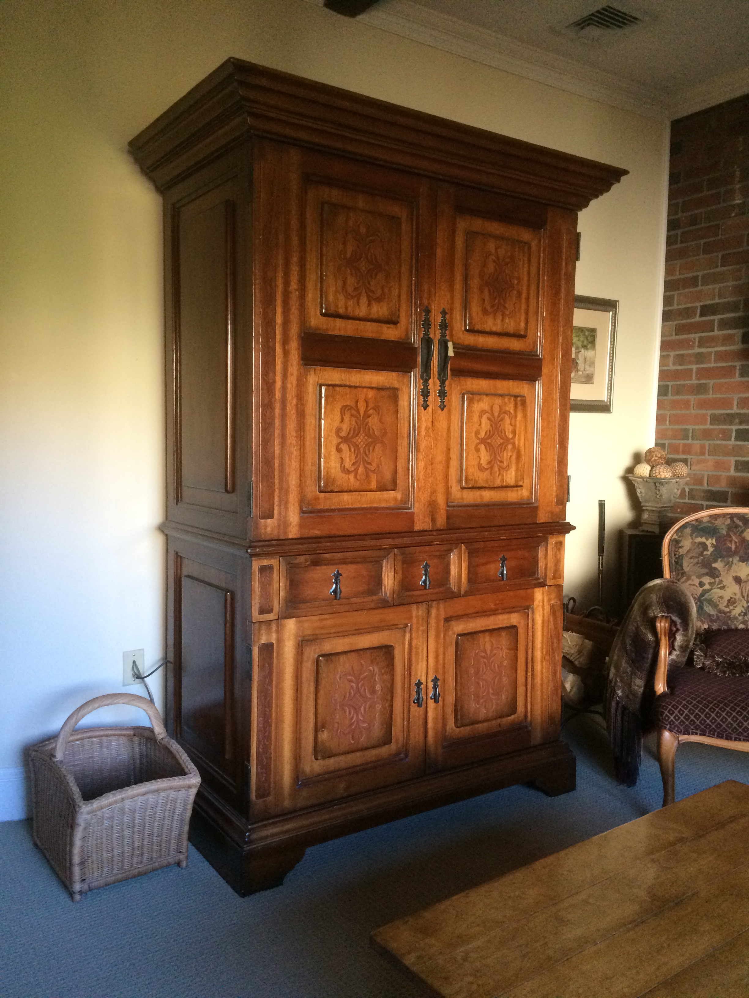 South Cone Trading Traditional Wooden Media Cabinet/Armoire   Image 5 Of 7