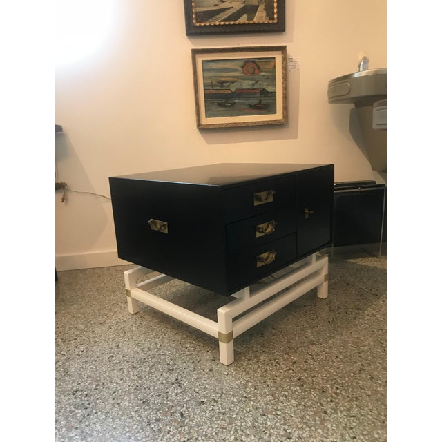 Mid-Century Modern Black and Brass Nightstands on White Base - a Pair For Sale In West Palm - Image 6 of 10