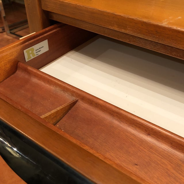 https://chairish-prod.freetls.fastly.net/image/product/sized/54fb2c88-8472-4293-8571-586605649d41/jens-risom-l-shape-mid-century-modern-wood-desk-1641?aspect=fit&width=640&height=640