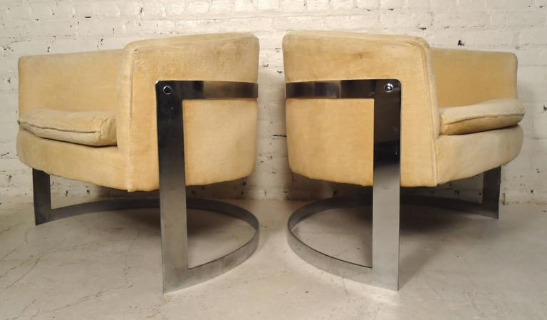 Good Jules Heumann Round Back Club Chairs   Image 2 Of 7