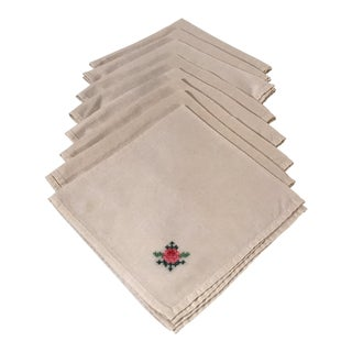 Vintage Embroidered Dinner Napkins - Set of 8 For Sale