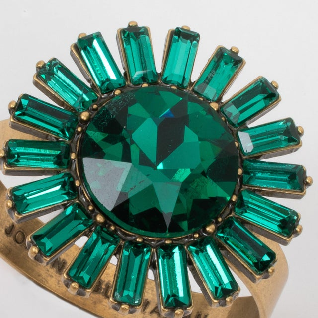 Giant Gem Skinny Napkin Rings, Emerald, Set of Four For Sale - Image 4 of 8