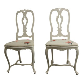 Pair of Vintage White High-Gloss Metal Chairs With Traditional Frames For Sale