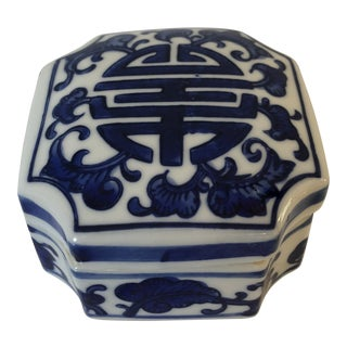 Blue & White Ceramic Chinoiserie Box For Sale