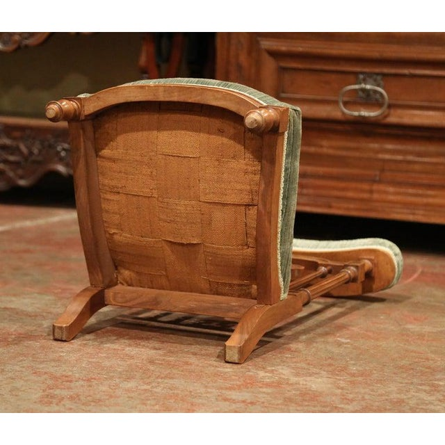 """Wood 19th Century French Carved Walnut Prayer Bench or """"Prie-Dieu"""" With Green Velvet For Sale - Image 7 of 8"""