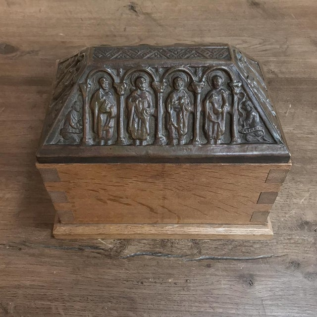 Early 19th Century 19th Century Dovetailed Wood Box With Pyrimidal Cast Bronze Lid For Sale - Image 5 of 11