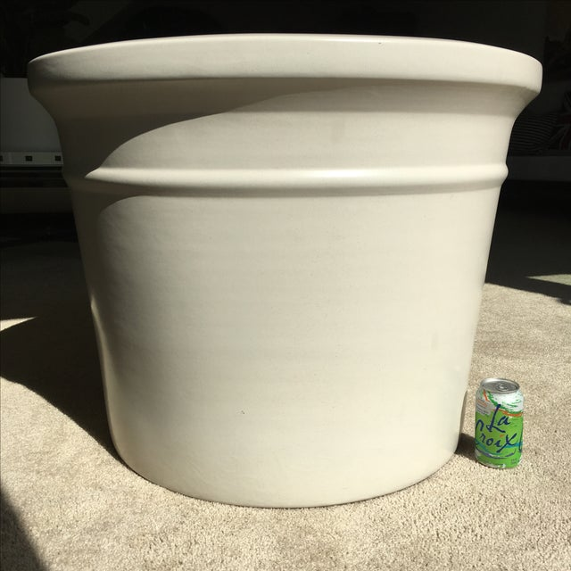 Large White Gainey Architectural Pot - Image 7 of 7