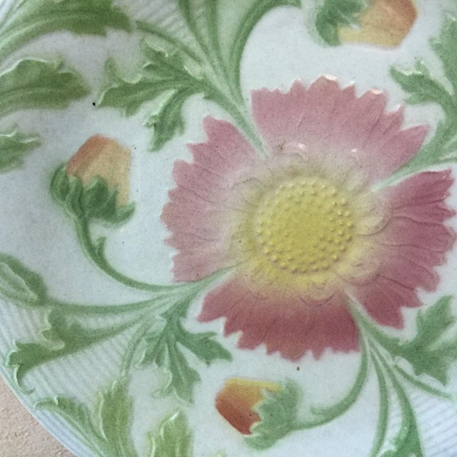 French 1900 French Majolica Daisy Saint Clement Plate For Sale - Image 3 of 6