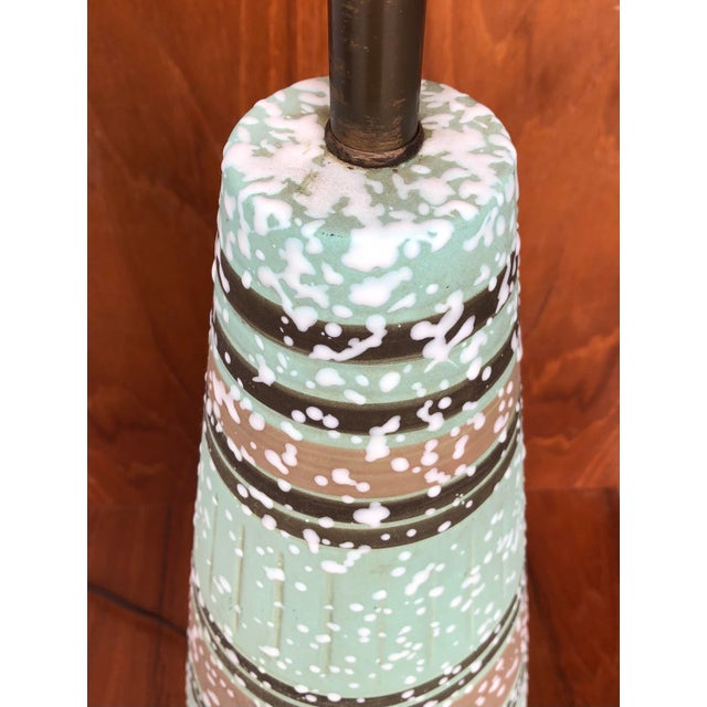 1960s Vintage 1960s Mid Century Modern Ceramic Table Lamp. For Sale - Image 5 of 7