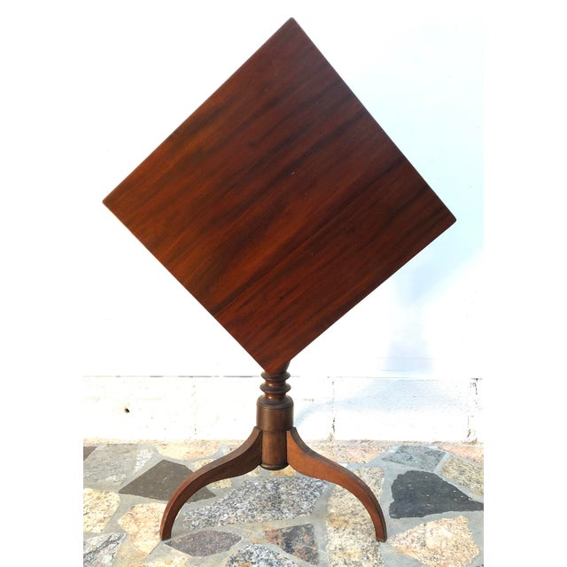 English Traditional 19th Century Federal Mahogany Tilt Top Candle Stand Table For Sale - Image 3 of 13