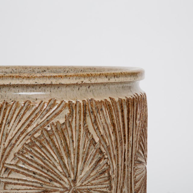 "Ceramic ""Teardrop Sunburst"" Planter by Robert Maxwell and David Cressey for Earthgender For Sale - Image 7 of 9"