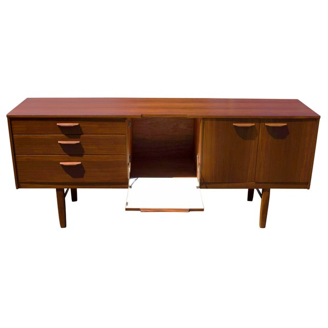 An outstanding mid century modern specimen in restored condition. Highlighted by outset curved handles and a formica lined...